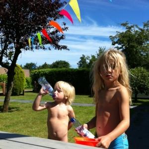 06-23 happy kids im Sommer
